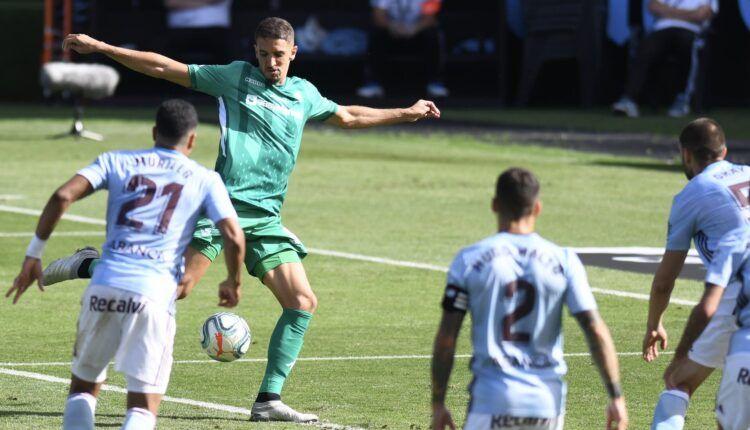 Feddal remata el centro que acaba en gol ante el Celta de Vigo. Fuente: Twitter Real Betis