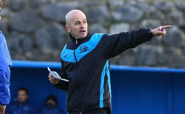 Javier Cabello en su anterior etapa como técnico interino del club