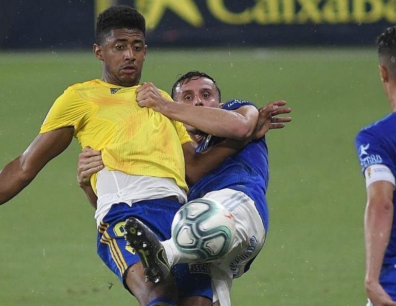 'Choco' Lozano y Bolaño en el Cádiz - Real Oviedo disputado el 4 de julio de 2020