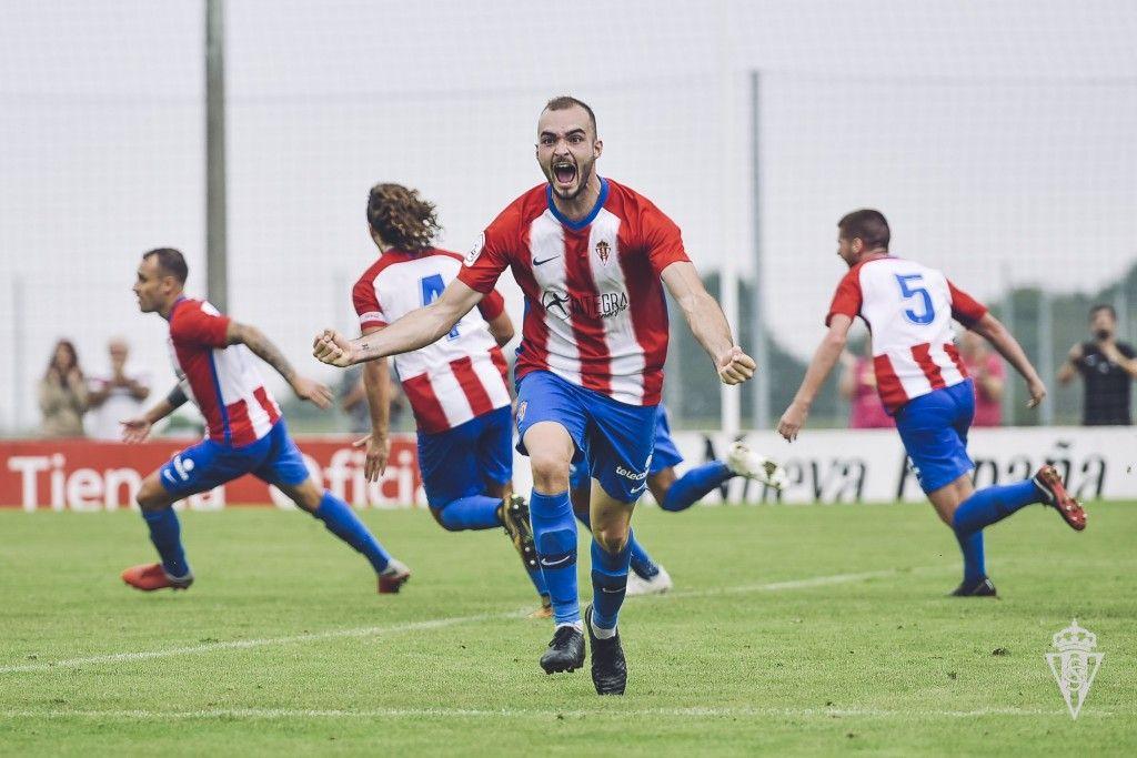 Isma Aizpiri celebrando un gol con el Sporting 'B'