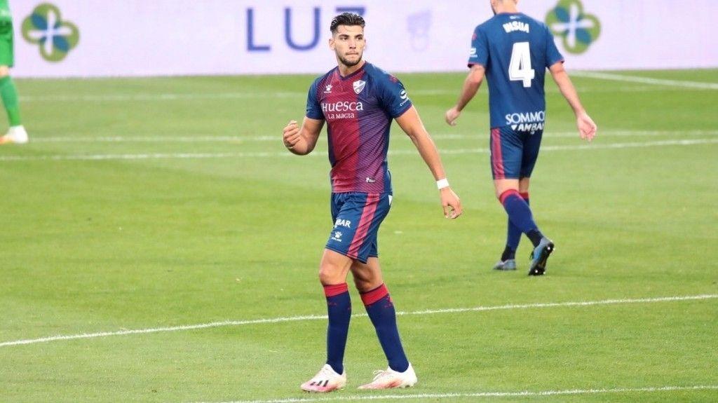 Rafa Mir en un partido con el Huesca