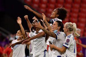 Las jugadoras del Lyon celebran el pase a la final