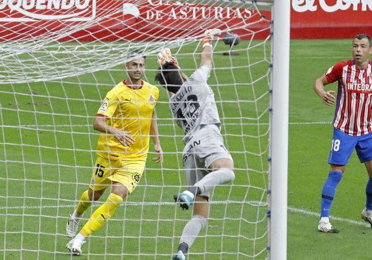 Mariño realiza una parada en el Sporting - Girona