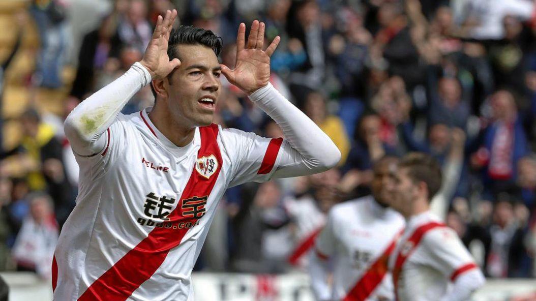 Miku celebra un gol en su etapa en el Rayo Vallecano