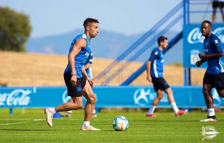 Rafa Navarro en un entrenamiento del Alavés