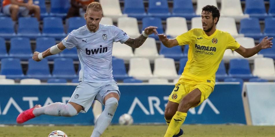 Racic y Parejo disputan un balón en pretemporada| F: FutbolRed