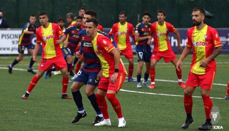 Miguel Linares en primer plano en el Llagostera - Ejea del pasado miércoles de la Copa RFEF