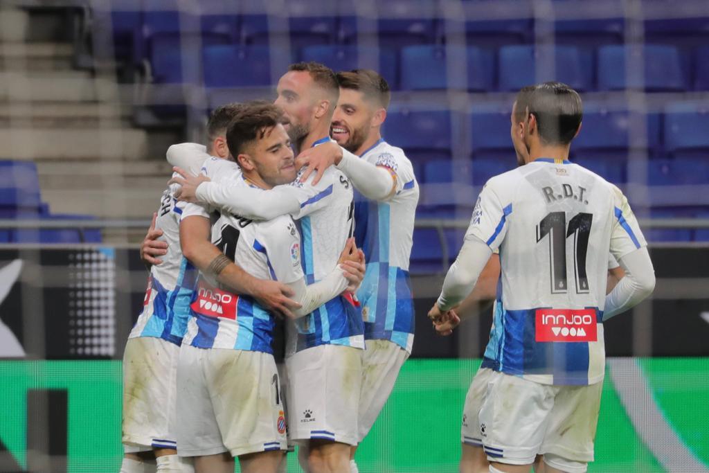 Celebración del gol de Adrián Embarba