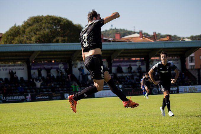 Gayoso celebra el gol de la victoria del CD Lealtad frente al CD Covadonga