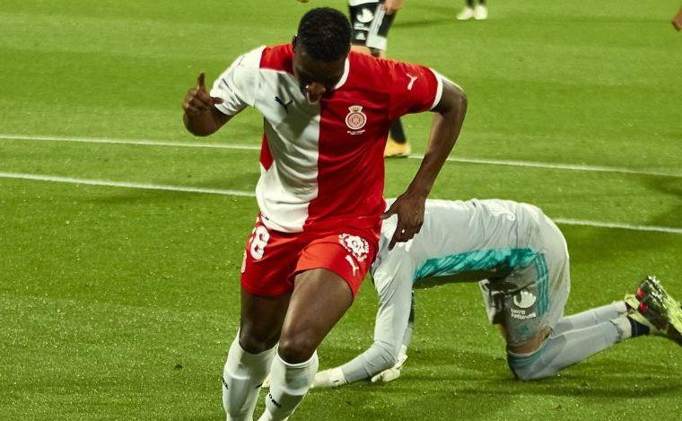 Sylla celebra uno de sus dos goles al Cartagena