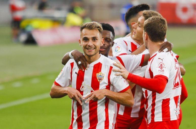 Fran Villalba, del Almería, celebra un gol