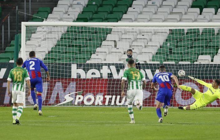 Penalti que transforma Esteban Burgos
