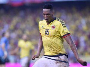 Yerry Mina celebra su gol en el empate a 2 goles en el último encuentro entre colombianos y uruguayos en Barranquilla.