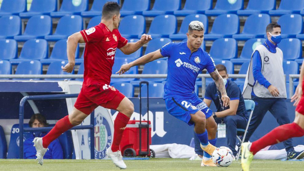 Cucho Hernández en un partido con el Getafe