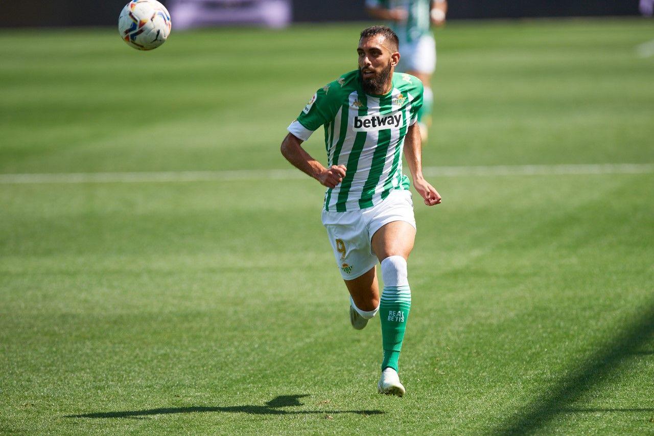 Borja Iglesias en un partido con el Betis