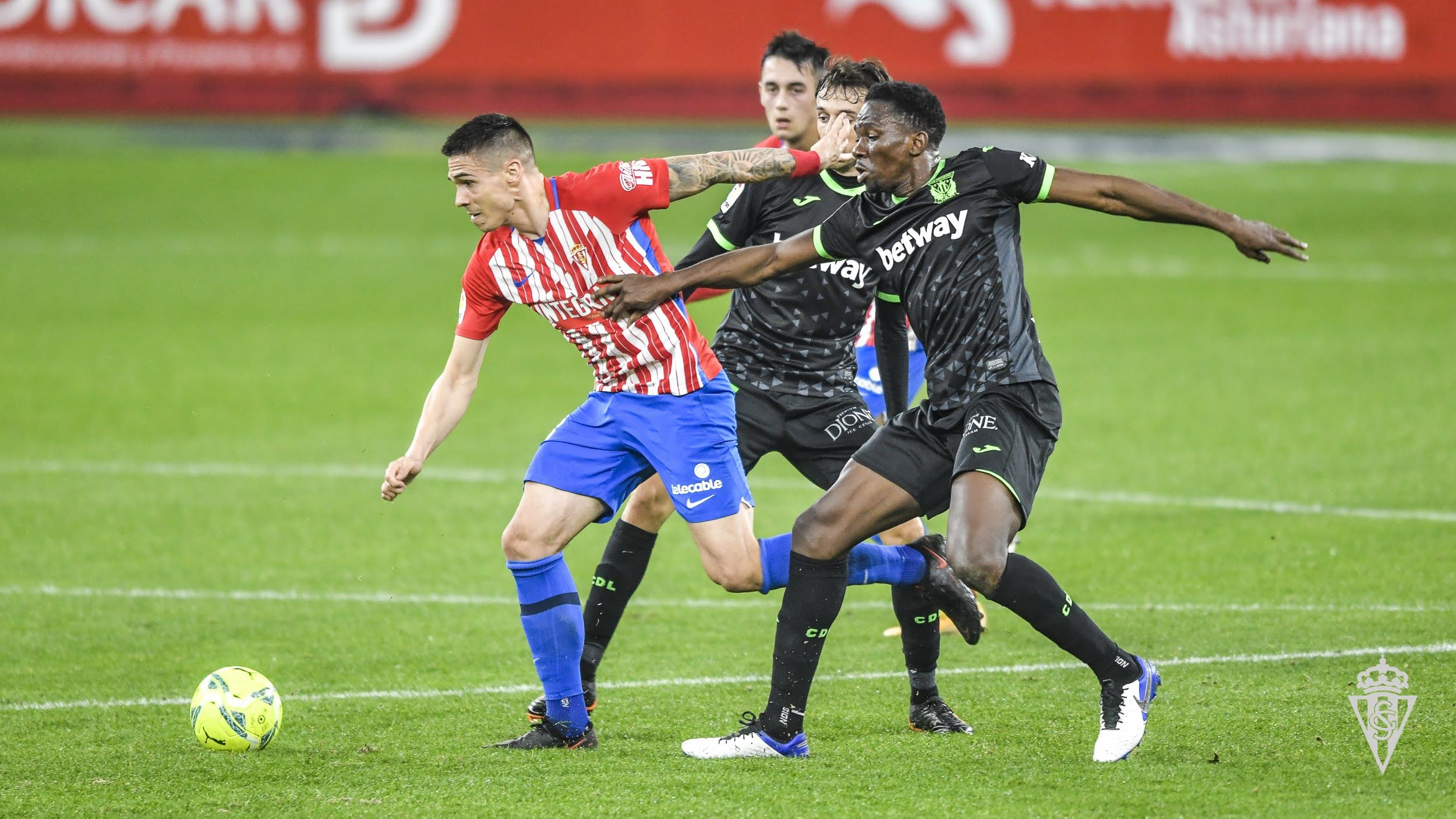 Djuka y Omeruo en un Sporting-Leganés