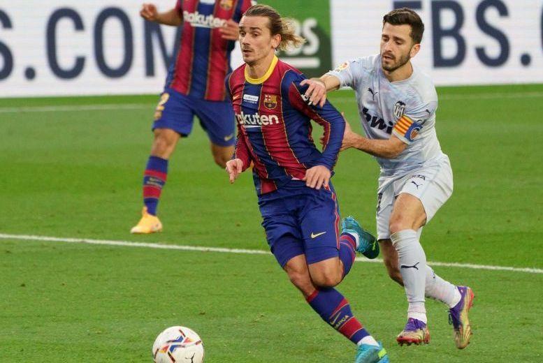 Gayá en el 'polémico' penalti a Griezmann