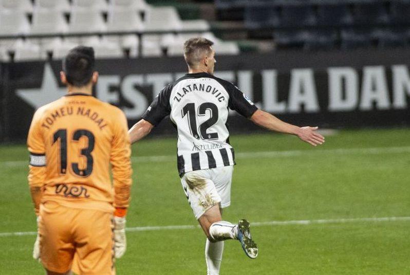 Igor Zlatanovic celebrando uno de los goles al Albacete