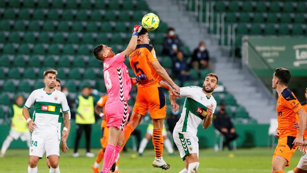 El partido acabó 2-1 con los goles de Josán y Fidel para el Elche y Toni Lato para el Valencia |F: Mundo deportivo