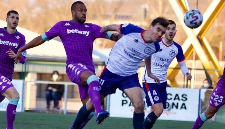 Briñol (Mutilvera) anotando el 1-0 en el partido de Copa del Rey ante el Real Betis