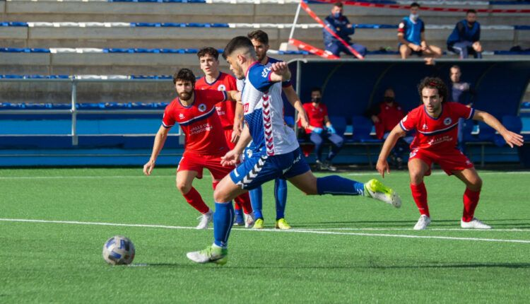 Carri (Ebro) a punto de conseguir su gol de penalti ante el Calahorra