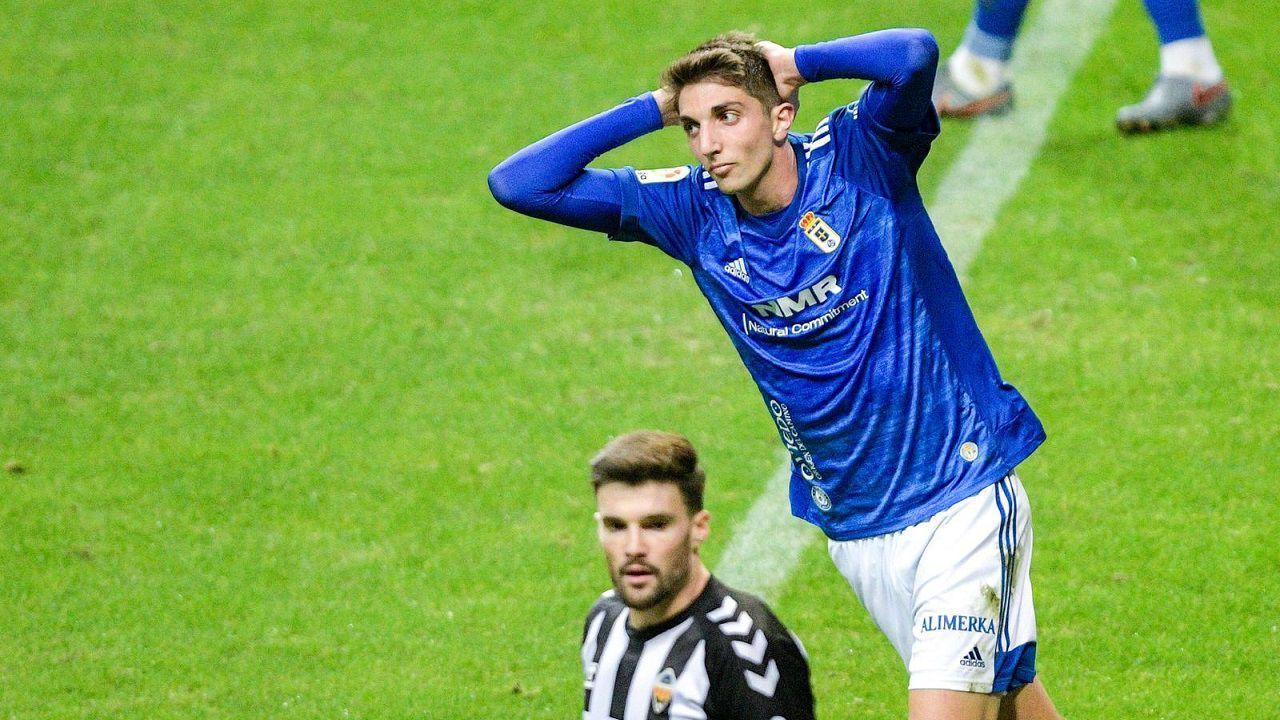 Edgar González en un partido con el Real Oviedo