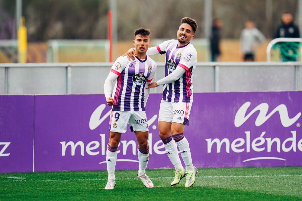Raúl Uche celebra el 1-0 en los Anexos en un Valladolid Promesas - CD Numancia