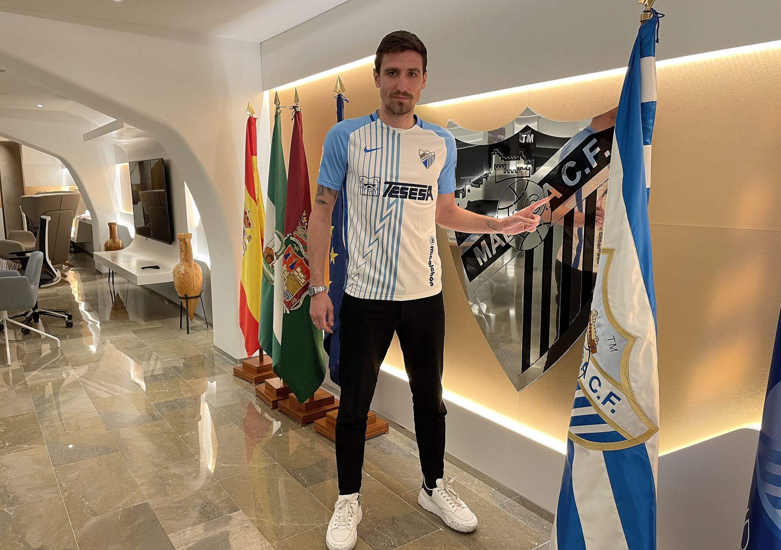 Šćepović en la presentación con el Málaga (Fuente Málaga CF)