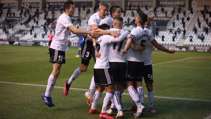 Jugadores del Burgos celebran un gol