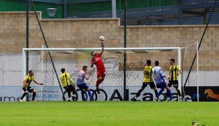 Lance del juego de la pasada jornada entre Portugalete-Izarra