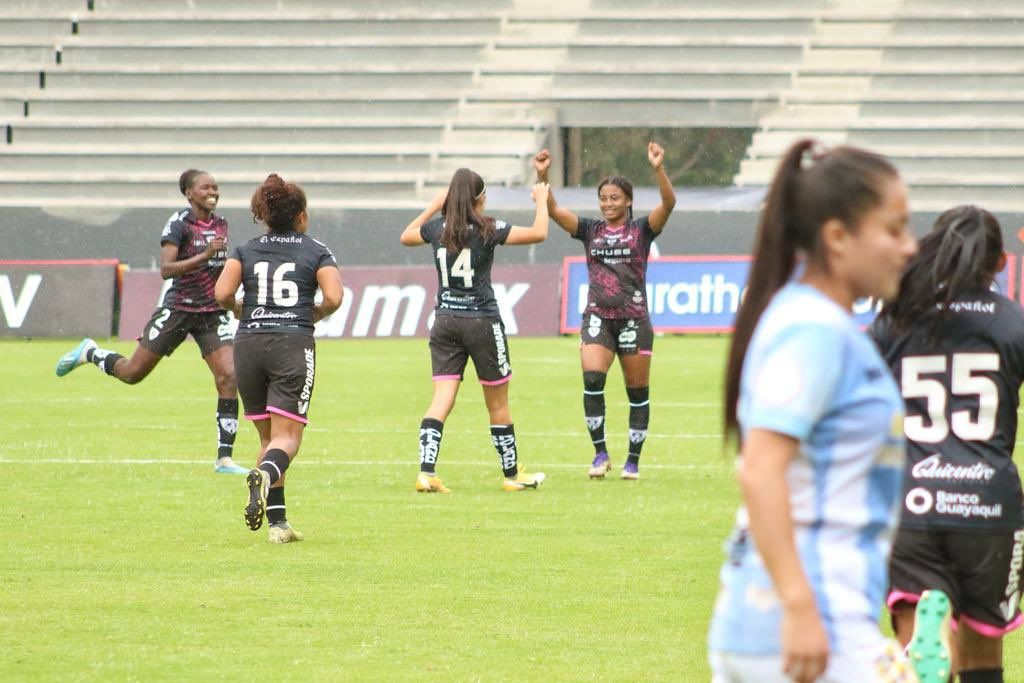 Dragonas IDV 5-1 Quito FC