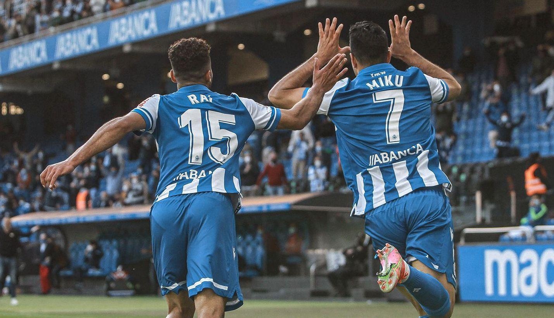 Miku y Raí celebran un gol del Dépor