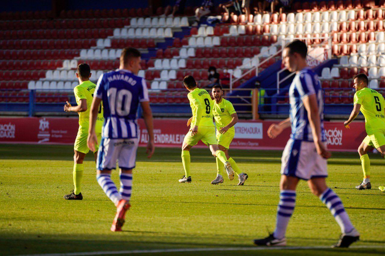 Riverola y Bover celebran un gol del Andorra