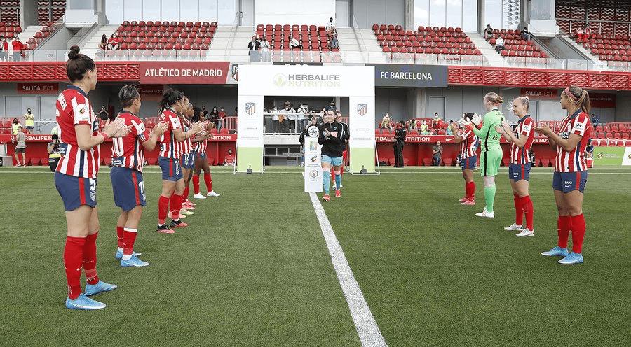 Paseillo que hizo el Atletico al Barça por su ultimo titulo conseguido
