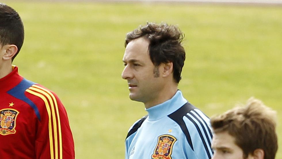 Santi Denia en un entrenamiento con la sub19