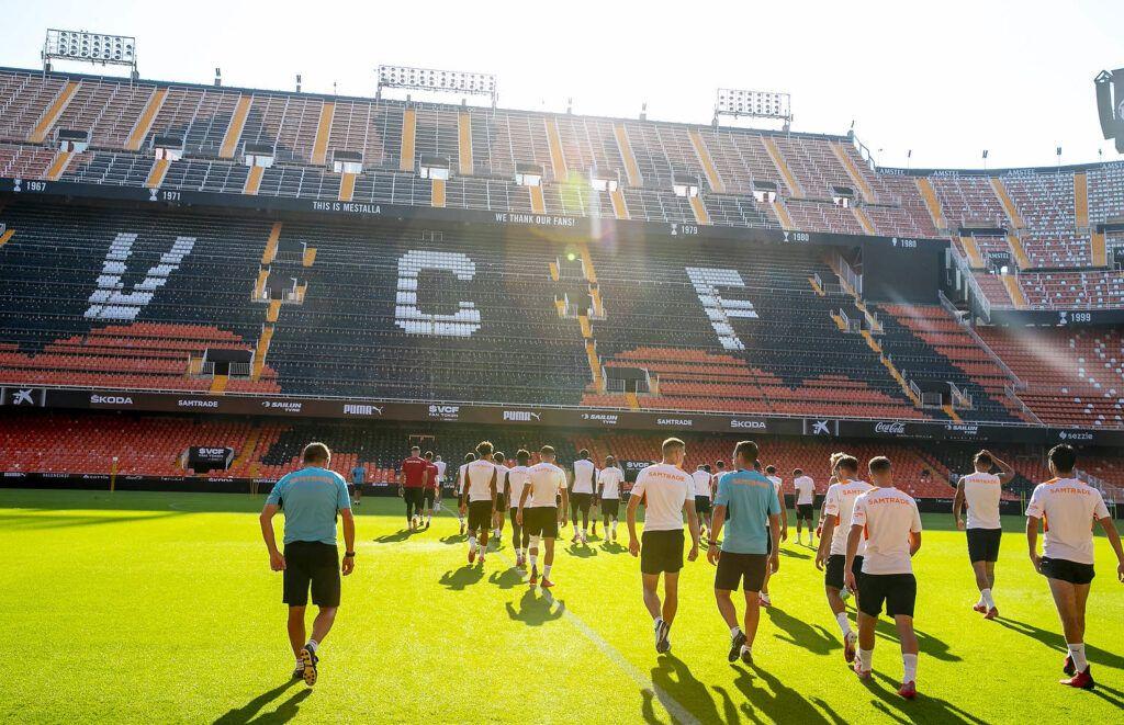 El Valencia CF se ha ejercitado esta mañana en Mestalla en la víspera del partido frente al Real Madrid  Valencia CFl