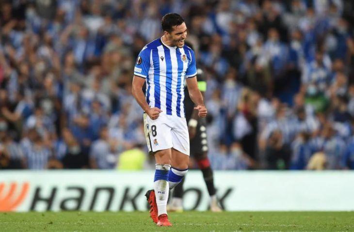 Mikel Merino celebra un gol con la Real Sociedad